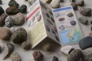 Bestimmungshilfe mit Steinen drumherum